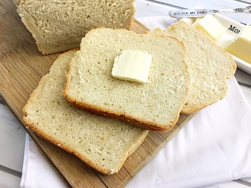 Homemade White Bread- It's easy to make your own delicious sandwich bread at home with only a couple of ingredients. Save money and eat healthier bread by making my easy homemade white bread recipe! #baking #bread #recipe #homemade