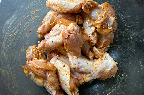 Easy Taco Ranch Wings- Need a simple watch party dish, or just a delicious dinner recipe? You have to try these really easy taco ranch wings! They only take a couple of ingredients, and it's easy to make a big batch for any gathering! | chicken, poultry, easy dinner, #recipe #wings #food #gameDay
