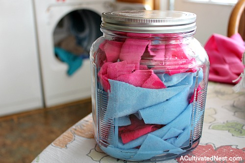 Reusable Homemade Dryer Sheets- It's amazingly easy to make these reusable homemade dryer sheets! You only need a few ingredients and a few minutes, and then you'll have all-natural DIY dryer sheets ready to use in your next load of laundry!   homemade laundry products, ways to save money, money saving tips, money saving ideas, #diy #laundry #frugalLiving #homemade