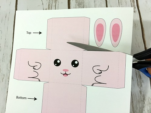 Bunny Box Easter Kids Craft- This Easter craft will keep your kids busy, and the end result looks adorable! So the next time your kids are bored, print out my template and have them do this bunny box Easter kids craft! The finished box could even be used as decor, or as a small gift box! | printable paper craft, folding craft, #kidsCraft #diy #Easter #kidsActivities