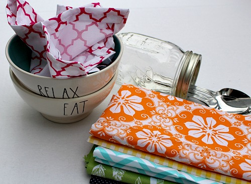 DIY Cloth Napkins- A great way to save money on paper products is to use reusable cloth napkins. But you don't have to settle for boring white napkins. Instead, check out how to make your own pretty patterned homemade cloth napkins! These DIY cloth napkins are really easy to make and customize! | easy sewing projects, sewing projects for beginners, frugal, #DIY #sewing #frugalLiving #sewingProject #diyProject #beginnerSewing