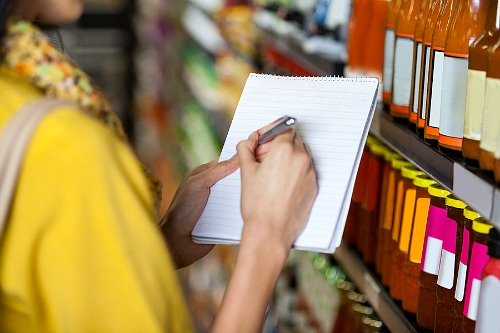 What is a Grocery Price Book and How Does it Save You Money?- Making a grocery price book in a store. | #saveMoney #moneySavingTips #groceries #frugal #frugalLiving #shopping #food #frugality #groceryPriceBook #groceryShopping