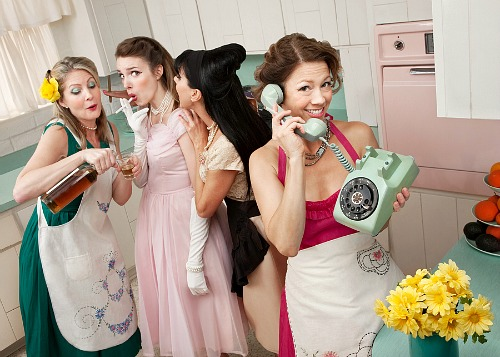 Should You Be Like an Old Fashioned 1950s Housewife?- 1950s retro housewife friends. | #homemaking #1950s #housewife #retro #vintage #50s #oldFashioned #lifestyle