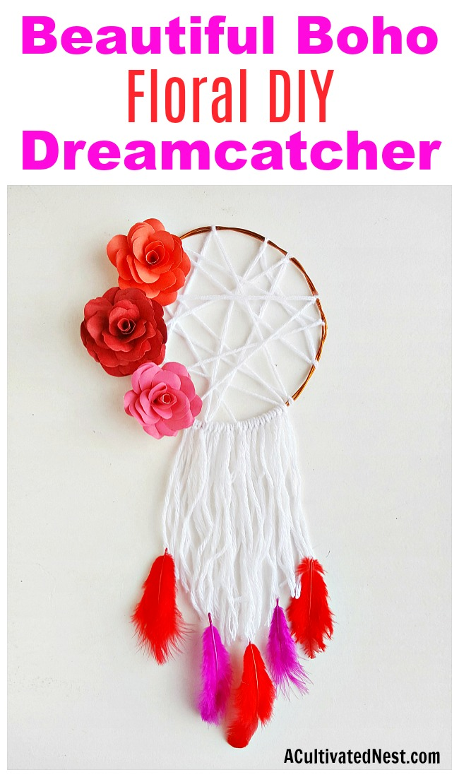 Floral DIY Dreamcatcher- You can create the perfect boho dreamcatcher for your home's decor by making this pretty floral DIY dreamcatcher! It's so easy to customize! | #DIY #boho #dreamcatcher #craft #yarn #decor #homemade #floral #papercraft #paperFlowers #paper