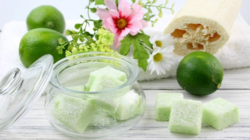 DIY Sugar Scrub Cubes- Key Lime- It's easy to make your own DIY sugar scrub cubes! These exfoliating DIY scrub bars have a lovely key lime scent and color. They also make a great DIY gift! | sugar scrub bars, homemade body scrub, exfoliate, exfoliating, #bodyScrub #DIY #sugarScrub #beauty #diyGift #homemadeGift