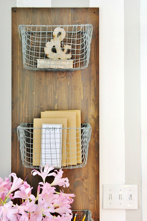 DIY Farmhouse Style Organization- There's no need to spend hundreds or thousands of dollars to give your home the farmhouse look that you want! Instead, check out these thrifty tips and DIY farmhouse decor ideas! | #farmhouse #DIY #farmhouseDecor #farmhouseStyle #diyProject #fixerUpper #saveMoney #moneySavingTips #frugalLiving #frugal #ACultivatedNest