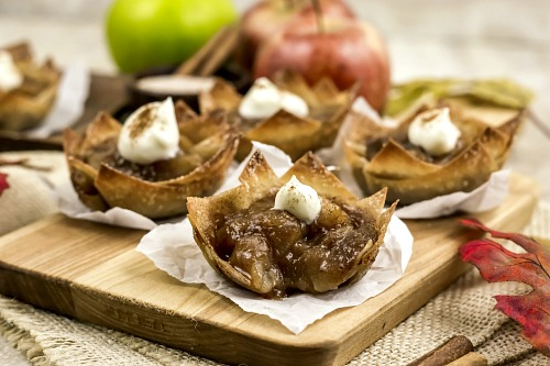 Easy Mini Apple Pie Wonton Cups- If you're looking for the perfect fall dessert, you have to make these mini apple pie wonton cups! They're easy to make, and taste so delicious! They'd also make a great party appetizer! | what to make with extra wonton wrappers, use up extra wonton wrappers, #dessert #recipe #baking #applePie #appetizer #food #fall #autumn #apples #wontonWrappers #ACultivatedNest