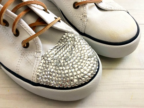 How to Bedazzle Your Shoes- It's easy to customize your shoes by putting gems on them. Here is how to bedazzle sneakers and make your own DIY gem shoes! These make great DIY gifts! | add rhinestones to shoes, add gems to shoes, #DIY #craft #bedazzle #diyGift #homemade #handmade #diyProject #sneakers #shoes #homemadeGift #ACultivatedNest