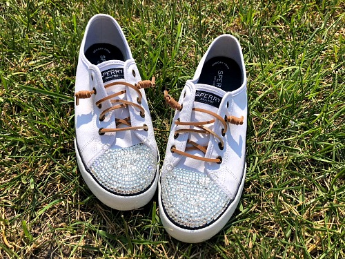 DIY Gem Shoes: How to Bedazzle Sneakers- It's easy to customize your shoes by putting gems on them. Here is how to bedazzle sneakers and make your own DIY gem shoes! These make great DIY gifts! | add rhinestones to shoes, add gems to shoes, #DIY #craft #bedazzle #diyGift #homemade #handmade #diyProject #sneakers #shoes #homemadeGift #ACultivatedNest