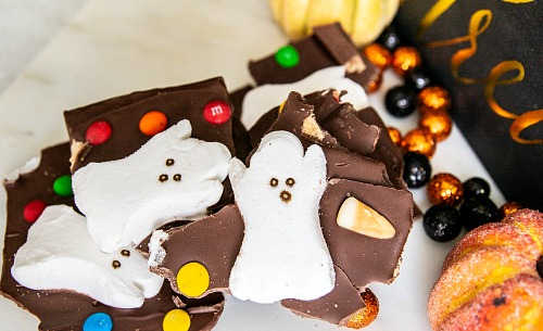 Homemade Halloween Milk Chocolate Boo Bark- For a fun and easy Halloween treat, make this Halloween Milk Chocolate Boo Bark! This is also a great way to use up leftover Halloween candy! | chocolate bark with candy, recipes that use up extra Halloween candy, #Halloween #chocolate #recipe #candy #dessert #chocolateBark #ACultivatedNest