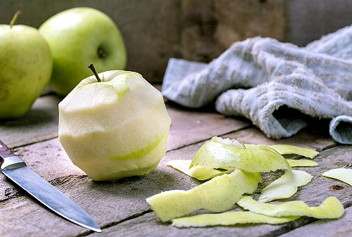What to Do With Apple Peels- The next time you have extra apple peels left over, don't throw them away! Instead, put them to use with these super smart ways to use apple peels!   apple skins, ways to use apples, use all of an apple, reduce food waste, frugal living, #frugal #apples #ACultivatedNest