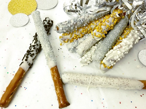 Sparkly New Year's Eve Pretzel Rods- If you need a tasty and easy New Year's Eve party appetizer for a large crowd, you have to make these sparkly New Year's pretzel sticks! | homemade appetizer recipe, easy party dessert recipe, snack, #recipe #NewYearsEve #ACultivatedNest
