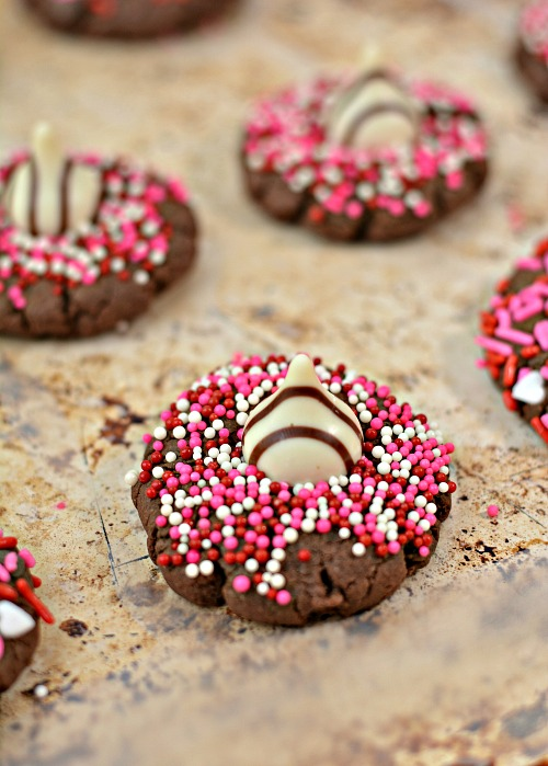 Chocolate Cookies Valentine's Day Recipe- These chocolate Hershey hug Valentine cookies are the perfect dessert recipe for Valentine's Day! They're delicious, and easy to make! | Valentine's cookies, Valentine's treats, baking, easy recipes, love themed cookies, romance cookies, hearts, #ValentinesDay #cookies #ACultivatedNest