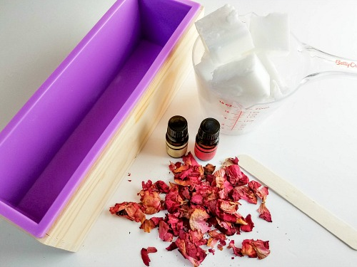 Coconut Rose Homemade Soap- If you want a luxurious homemade soap to use or give as a gift, you have to make this coconut rose DIY soap! It uses real rose petals! | DIYs that use essential oils, floral soap, how to make your own soap, melt and pour soap recipes, goat milk soap, #soap #DIY #ACultivatedNest