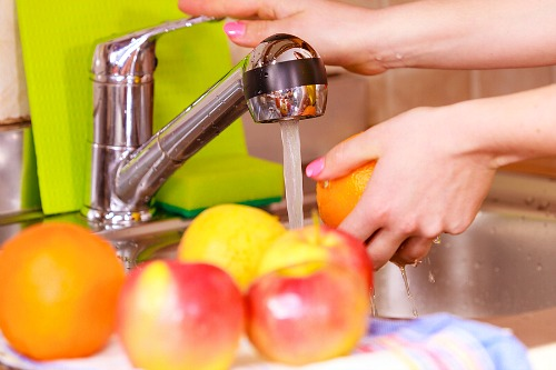 10 Effective All-Natural Ways to Get Rid of Fruit Flies- If you have fruit flies, you don't need chemicals to get rid of them. Instead, try some of these effective natural ways to get rid of fruit flies!   #hacks #fruitFlies #cleaningTips #ACultivatedNest