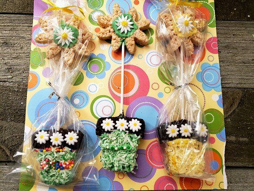 Spring Flower Pots Dessert Recipe- For a fun spring dessert recipe, you have to make these adorable flower pot rice krispies treats! These would be perfect for spring party treats! | spring party dessert ideas, home rice krispies, crispy rice recipe, #dessert #recipe #riceKrispiesTreats #ACultivatedNest