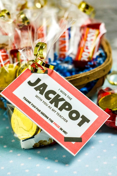 Jackpot Teacher Appreciation Gift DIY + Free Printable Tag- Give your kids' teachers a clever (and tasty) gift this year! This jackpot themed DIY teacher appreciation gift also has a matching free printable tag! | candy gift for teachers, food gift for teachers, end of the school year gift, end of the semester gift, #diyGift #teacherAppreciation #homemadeGift #ACultivatedNest