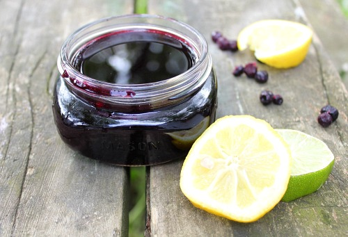 How to Make Simple Syrup with Blueberries- For a delicious addition to sweet drinks and a tasty topping to desserts, you have to make this 4 ingredient homemade blueberry simple syrup! | cocktail syrup recipe, how to make simple syrup, homemade simple syrup, #recipe #dessert #drinks #simpleSyrup #ACultivatedNest