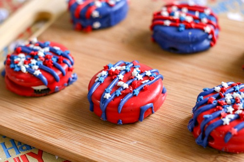 Patriotic Decorated Oreos- These patriotic decorated Oreos are a quick and easy treat that would be perfect for your next Memorial Day or Fourth of July party! | 4th of July recipes, red, white, and blue dessert ideas, candy covered Oreos, #4thOfJuly #MemorialDay #dessert #ACultivatedNest