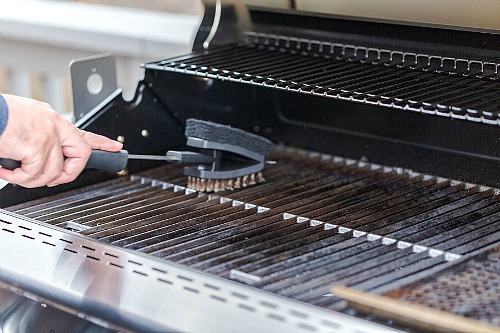 Grill Cleaning Hacks- It doesn't have to take ages to clean your gas or charcoal grill, if you know these tips! Here are all the best tips and tricks for how to clean your grill the easy way! | grill cleaning hacks, clean charcoal grill, clean gas grill, clean grill at the end of summer, #grilling #cleaningTips #cleaning #ACultivatedNest