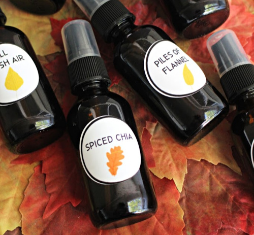 Homemade Fall Home Sprays- Make your home smell like fall the chemical-free way with these DIY fall room sprays made with essential oils! Free printable labels are included! | autumn homemadehome spray, DIY air freshener, all-natural room spray, #DIY #roomSpray #fall #essentialOils #ACultivatedNest