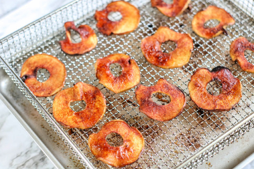 How to Make Apple Chips in an Air Fryer- Try these tasty homemade air fryer apple chips and you will have a new favorite snack. They are kid-friendly and super easy to make! | #airFryer #recipe #homemadeSnacks #appleChips #ACultivatedNest