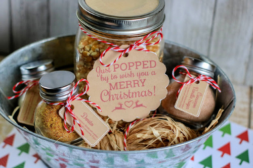 Homemade Popcorn Gift with Free Printable Tags- This homemade popcorn gift set is perfect for all occasions. It comes with 3 different popcorn seasonings and they are all delicious and easy to mix up! And it even comes with free printable Christmas gift tags!   #popcorn #diyGift #foodGift #homemadeGift #ACultivatedNest
