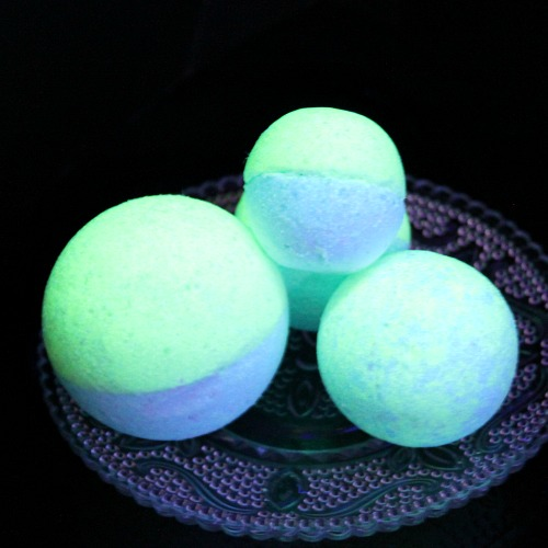 DIY Glow in the Dark Bath Bombs- These DIY glow in the dark bath bombs are so easy to make and fun to use! They make a wonderful homemade beauty product gift as well! | how to make glowing bath bombs, Halloween bath bombs, #bathBomb #DIY #beauty #craft #ACultivatedNest