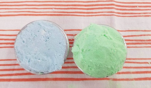 Glow in the Dark Bath Bombs Craft- These DIY glow in the dark bath bombs are so easy to make and fun to use! They make a wonderful homemade beauty product gift as well! | how to make glowing bath bombs, Halloween bath bombs, #bathBomb #DIY #beauty #craft #ACultivatedNest