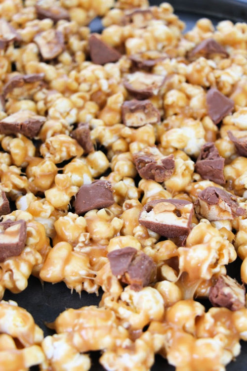 Easy Snickers Popcorn Gift- If you are looking for a movie night treat, this delicious homemade Snickers popcorn is what you need! It's easy to make and will win over a crowd! | way to use up leftover Halloween Candy, DIY food gifts, #popcorn #recipe #dessertPopcorn #leftoverHalloweenCandy #ACultivatedNest