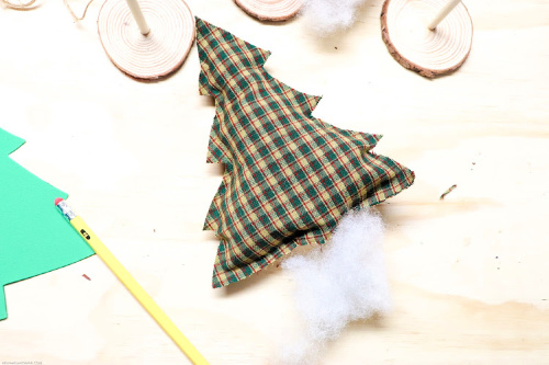 No-Sew Christmas Tree Craft- No sewing experience is needed for this festive no-sew tree craft! It's easy and fun to make, and is a beautiful addition to your holiday decor! | holiday decoration DIY, Christmas tree craft, #craft #DIY #ChristmasDecor #noSew #ACultivatedNest