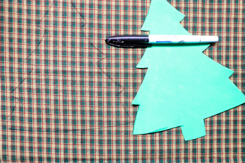 Holiday No-Sew Tree DIY- No sewing experience is needed for this festive no-sew tree craft! It's easy and fun to make, and is a beautiful addition to your holiday decor! | holiday decoration DIY, Christmas tree craft, #craft #DIY #ChristmasDecor #noSew #ACultivatedNest