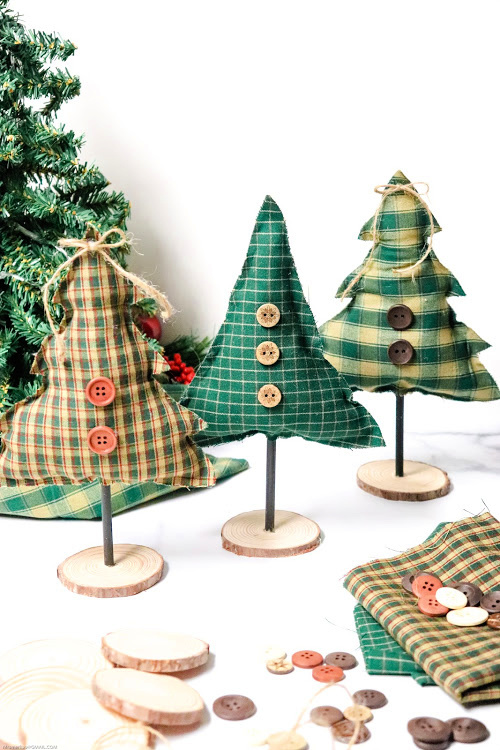 No-Sew Christmas Tree Decor Craft- No sewing experience is needed for this festive no-sew tree craft! It's easy and fun to make, and is a beautiful addition to your holiday decor! | holiday decoration DIY, Christmas tree craft, #craft #DIY #ChristmasDecor #noSew #ACultivatedNest