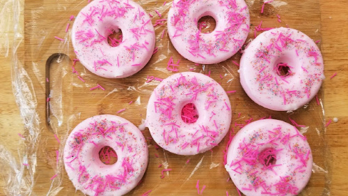 Pink DIY Donut Bath Bomb- Make this strawberry donut DIY bath bomb recipe to keep for yourself or give as gifts! They smell amazing and are easy to make! | #DIY #craft #bathBomb #diyGift #ACultivatedNest