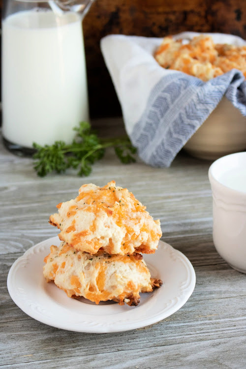 Red Lobster Copycat Cheddar Bay Biscuits- Sink your teeth into these copycat Red Lobster Cheddar Bay Biscuits! They are soft, warm, packed with flavor and easy to make! | #copycatRecipes #recipe #biscuits #food #ACultivatedNest