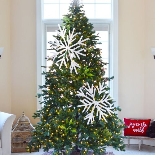 Fluffy Big DIY Snowflakes- You can easily make these beautiful fluffy big DIY snowflakes to decorate your tree, mantle, or home. They add a touch of elegance to your space! | Christmas craft, frugal Christmas decorations, #DIY #Christmas #craft #ChristmasDecor #ACultivatedNest