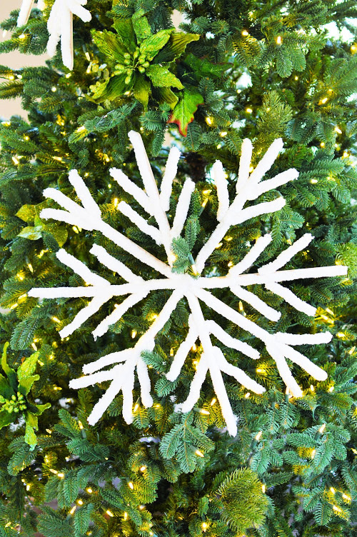 Giant Snowflakes Christmas DIY- You can easily make these beautiful fluffy big DIY snowflakes to decorate your tree, mantle, or home. They add a touch of elegance to your space! | Christmas craft, frugal Christmas decorations, #DIY #Christmas #craft #ChristmasDecor #ACultivatedNest