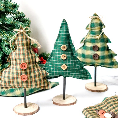 Festive No-Sew Tree Craft- No sewing experience is needed for this festive no-sew tree craft! It's easy and fun to make, and is a beautiful addition to your holiday decor! | holiday decoration DIY, Christmas tree craft, #craft #DIY #ChristmasDecor #noSew #ACultivatedNest
