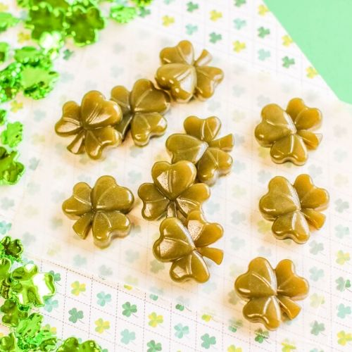 Shamrock Fruit Juice Gummies- These shamrock fruit juice gummies are a wonderful holiday treat that are easy to make and only take 3 ingredients. Kids and adults love them! | #gummies #SaintPatricksDay #recipe #shamrock #ACultivatedNest