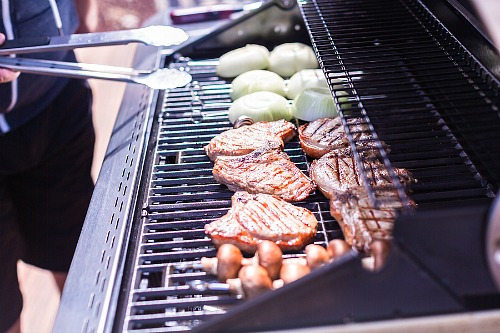 How to Clean Your Grill- Your yard is going to look fabulous with these brilliant backyard cleaning tips! It will be ready for entertaining, sipping on sweet tea, or resting. | how to clean your patio, how to clean your fence, how to clean your backyard, #cleaningTips #cleaning #backyard #yard #ACultivatedNest