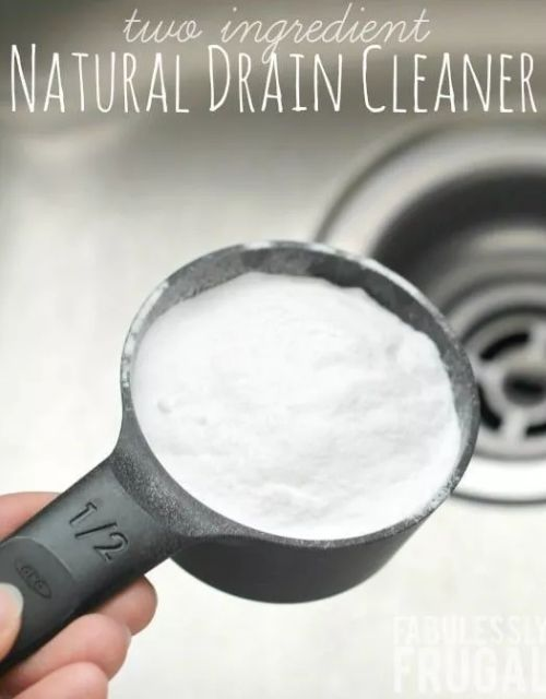 How to Make Bathroom Cleaning Products- These incredible DIY bathroom cleaning products are inexpensive, easy to make, and will leave your bathroom fresh and clean! | #homemadeCleaningProducts #diyCleaners #bathroomCleaning #cleaningTips #ACultivatedNest