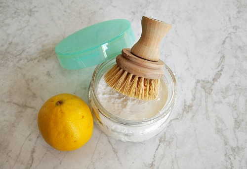 10 Bathroom Cleaners to Make- These incredible DIY bathroom cleaning products are inexpensive, easy to make, and will leave your bathroom fresh and clean! | #homemadeCleaningProducts #diyCleaners #bathroomCleaning #cleaningTips #ACultivatedNest