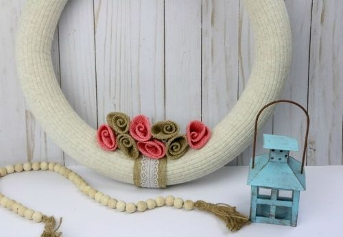 Stunning Rustic DIY Wreath- Time to break out the crafting supplies and make this stunning rustic wreath DIY project! It's easy, gorgeous, and uses basic supplies. | #DIY #diyProject #diyWreath #rusticDecor #ACultivatedNest