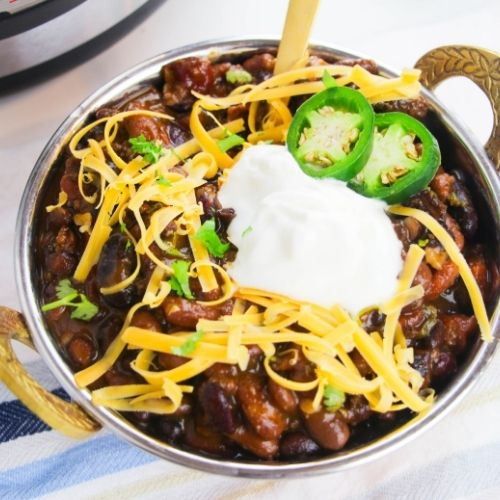 Hearty Instant Pot Chili Recipe- This hearty Instant pot chili recipe is easy to make and great for all occasions. Plus, it'll warm you up on a cold day!   #chili #recipe #instantPotRecipes #instantPot #ACultivatedNest
