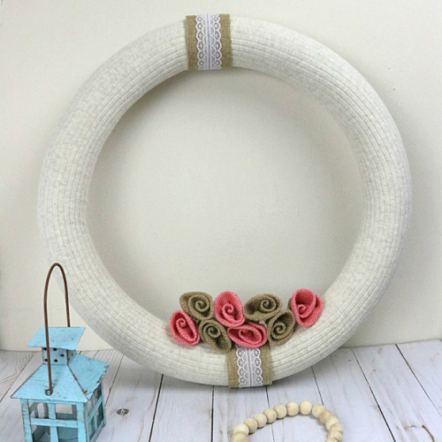 Stunning Rustic Wreath DIY Project- Time to break out the crafting supplies and make this stunning rustic wreath DIY project! It's easy, gorgeous, and uses basic supplies. | #DIY #diyProject #diyWreath #rusticDecor #ACultivatedNest