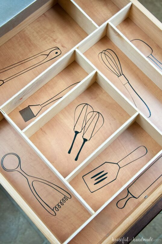 12 Space Saving Kitchen Drawer Organizing Ideas- If you want to be able to find things fast in your kitchen, you need to check out these space saving kitchen drawer organization ideas! | #organizingTips #homeOrganization #kitchenOrganization #organizing #ACultivatedNest