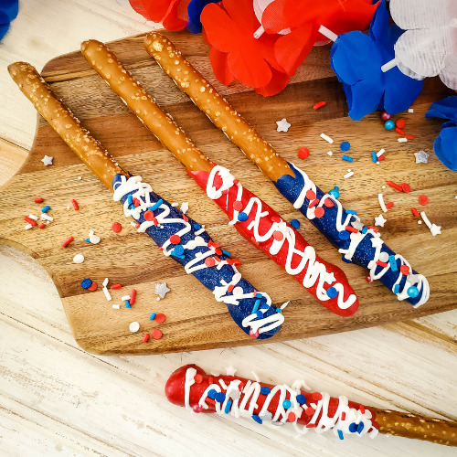 Festive Patriotic Pretzel Rods- If you are looking for something fun, try these adorable patriotic pretzel rods! They are fabulous for Memorial Day or the Fourth of July! | red white and blue recipe, patriotic recipe, easy snacks, easy desserts, candy melts pretzels, #FourthOfJuly #MemorialDay #pretzelRods #dessertRecipe #ACultivatedNest