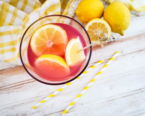 Lavender Lemonade Homemade Drink Recipe- Refresh yourself with a glass of easy homemade lavender lemonade! It's a simple drink that has bold, fresh flavors! | summer drink recipe, nonalcoholic homemade drink #lemonade #homemade #drinkRecipes #drink #ACultivatedNest