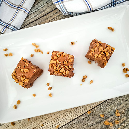 Homemade Toffee Fudge- For a delicious homemade treat, or a tasty homemade food gift, you have to make this easy homemade toffee fudge recipe! | #fudge #recipe #dessert #dessertRecipe #ACultivatedNest